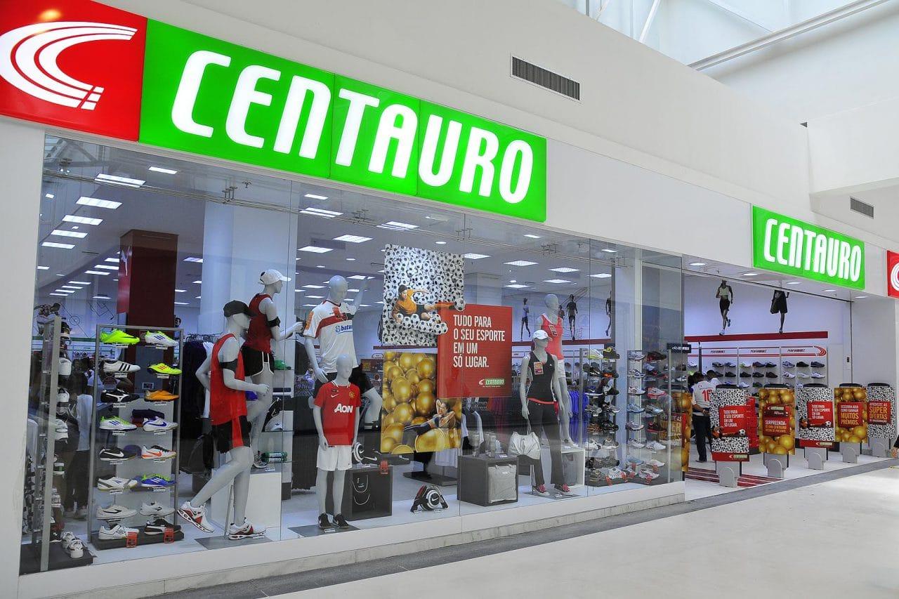 b6473329528 A loja multimarcas de artigos esportivos Centauro possui mais de 180 lojas  em 22 estados brasileiros. Além das lojas físicas